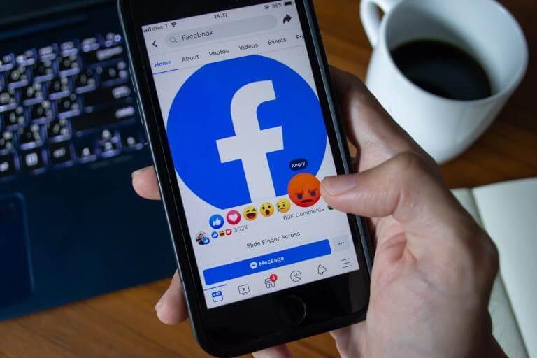 FALHA NO SISTEMA: Pornografia invade as  miniaturas do Facebook