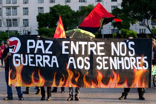 Paz entre nós, guerra aos senhores – por Pedro Fassoni Arruda; Com vídeo