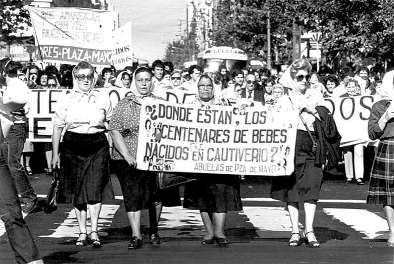 La Abuelez – De todos os problemas que temos no país, a língua está – a meu juízo –  bem longe de ser um problema – por Carmen Susana Tornquist